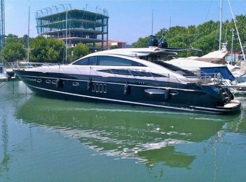 Luxury Yacht Charter – Princess V70