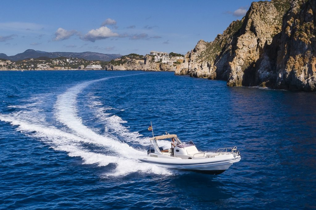 Make waves in this Lomac 1000 Rib rental in Mallorca