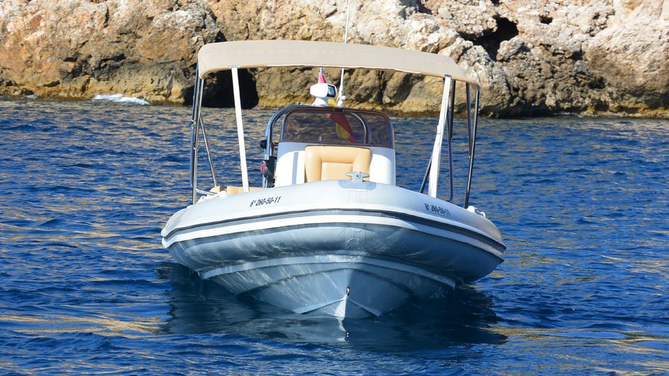 Ready for your next day out! Hire the Picton Cobra rib for rental in Palma