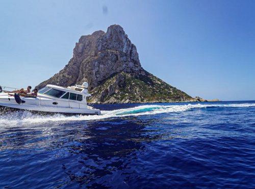 Boat Rental in Ibiza – Gulf Craft Ambassador 32