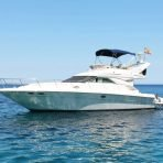 Boat charter in Port Andratx on the Sea Ray 400 Fly