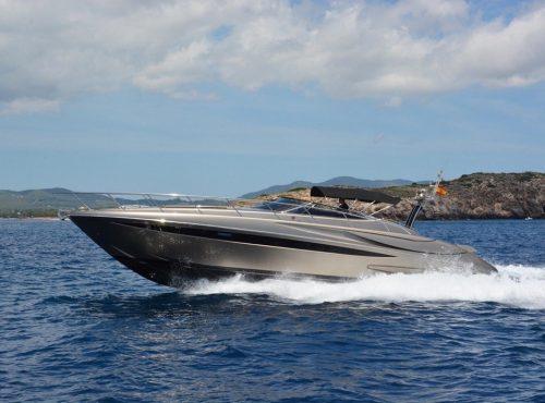 Chic Boat Charter in Mallorca – Riva Rivale 52