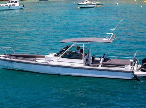 Fun day boat in Cala Nova – Axopar 28